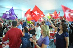 O Salão dos Bombeiros Voluntários de Queluz encheu para o jantar bloquista. Foto Paulete Matos