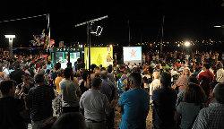 Centenas de pessoas no comício do Bloco. Foto de Paulete Matos